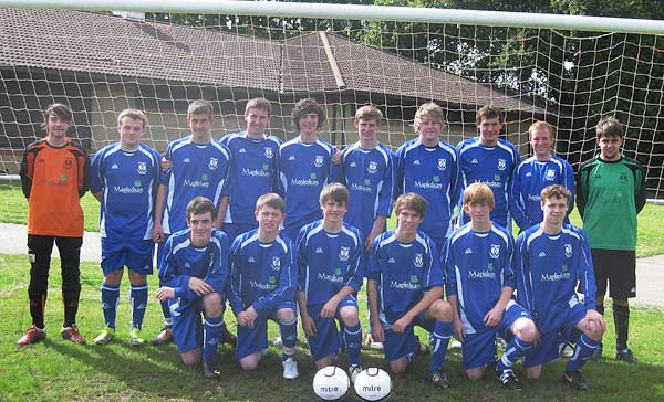 The Hedge End Rangers Youth Team sporting kit sponsored by Mapledean